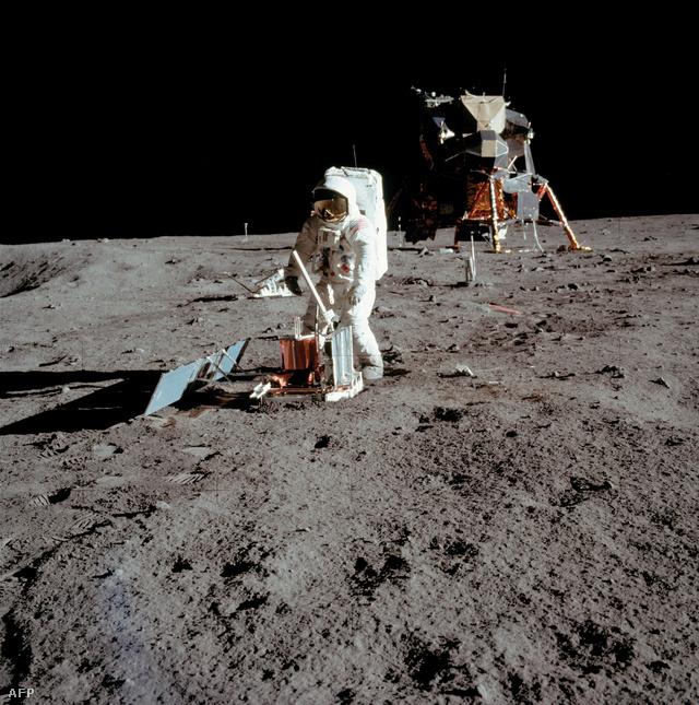 Ember a Holdon. Buzz Aldrin, aki Neil Armstrong után lépett a Holdra 1969. július 21-én. Az Apollo-11 az űrprogram ötödik űrrepülése volt.