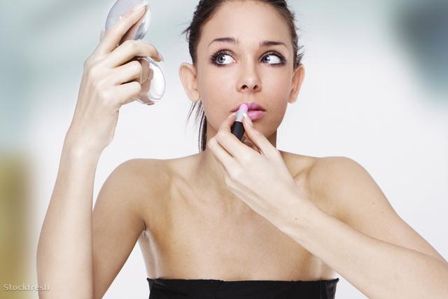 stockfresh 459403 applying-lipstick sizeM