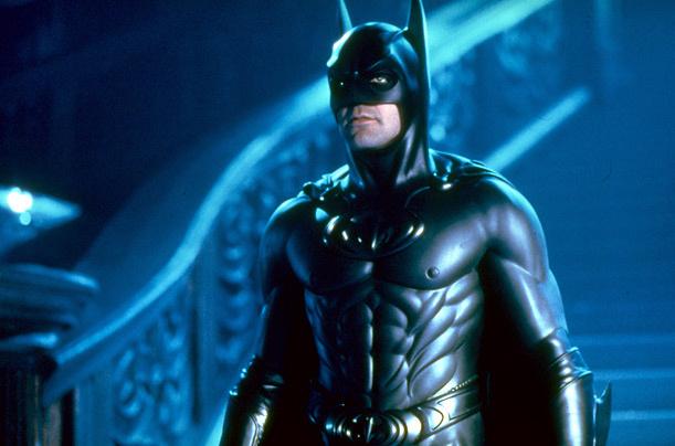 Ez még George Clooney mellbimbós batman-ruhája