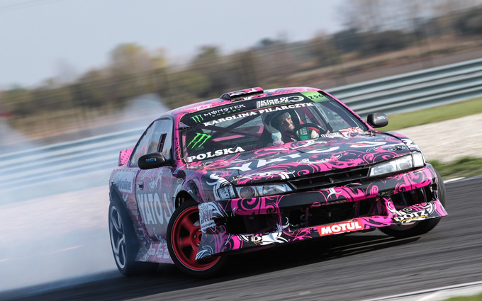 Karolina Pilarczyk drove the 8-cylinder, LS3 monster of an engine hidden in a Nissan chassis calmly and full of confidence.