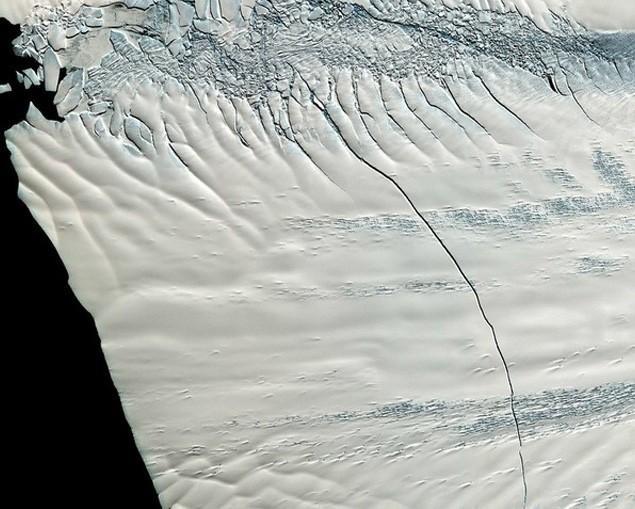 Cracked-glacier-to-produce-giant-iceberg