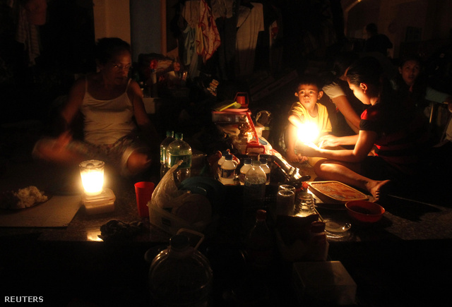 Templomban éjszakáznak hajléktalanná vált fülöp-szigetekiek