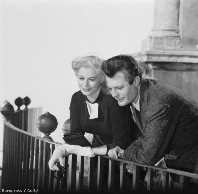 Anita Ekberg papnőként a Édes Élet című Fellini filmben 1960-ban.
