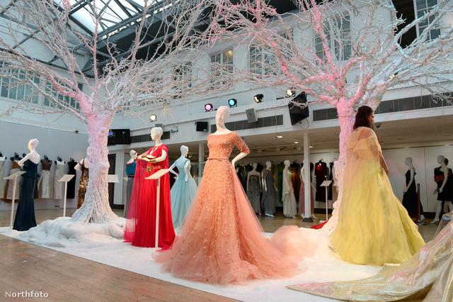 Tíz világhírű divatház készített couture ruhákat a Disneynek.