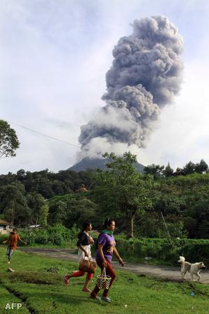 A Sinabung három év után, szeptemberben lépett újra működésbe