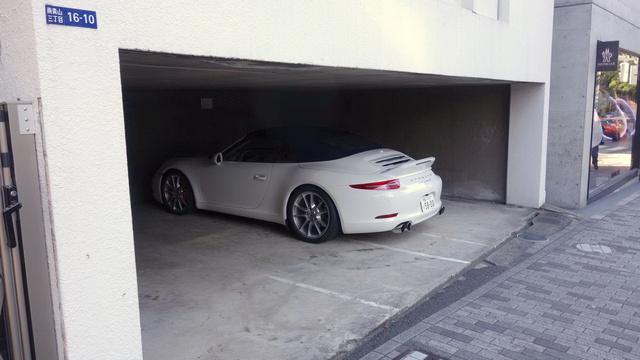 Ennek a Porsche-tulajnak biztosan igazolása van arról, hogy nem