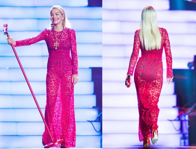 Rita Ora talpig Dolce & Gabbana csipkében lép fel: mondjuk ő pont szokott ennél többet is mutatni magából.