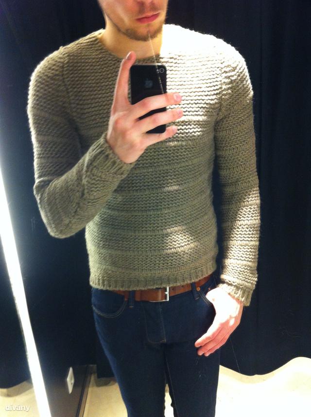 Ez már a Zara, ennek a pulóvernek nagyon jó a színe és 13 995 forintba kerül.