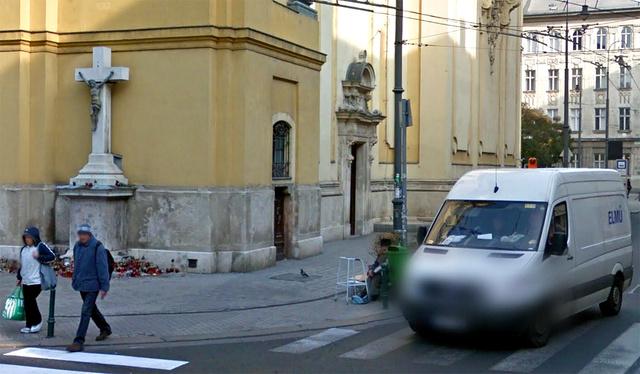 A Király utcai templom a Google Street View felvételén, még kerítés nélkül.