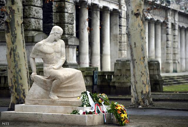 Ady Endre felújított síremléke a Nemzeti Sírkertben