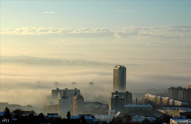 A 80 méter magas, 25 emeletes Magasházat 1989-ben nyilvánítottak életveszélyesnek.