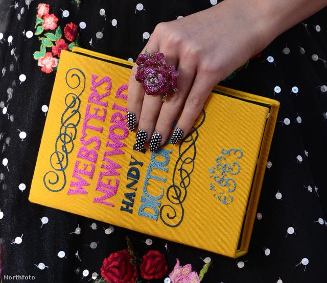 Ez meg Katy Perry könyvtáskája