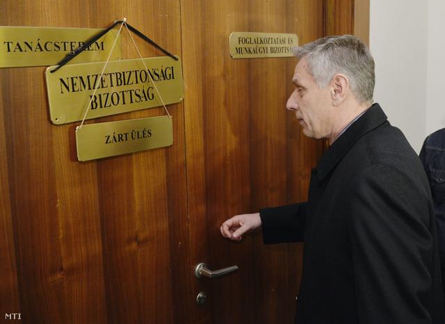 Szilvásy György volt titkosszolgálati miniszter érkezik meghallgatására