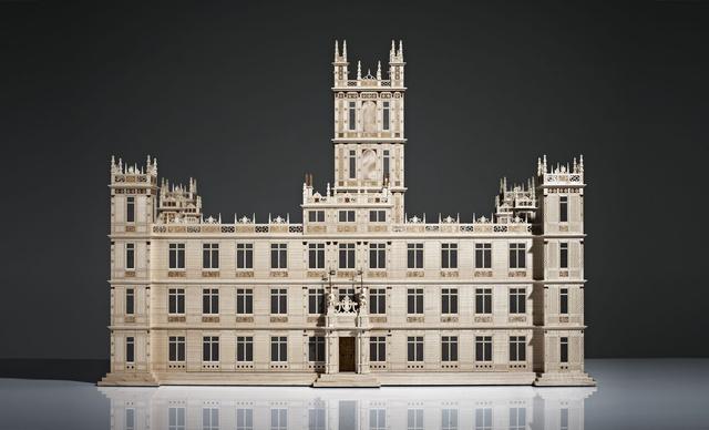 Ékszeres doboz a Downton Abbey kedvelőinek. Ár: 65 ezer font, azaz 23 millió forint. Összesen egyébként 10944 darabból áll, amelyeket lézerrel vágtak ki.