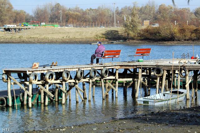 2006-ban hasonlóan a mostanihoz, a part- és kikötő fenntartási munkák elvégzése miatt 560 centire csökkentették a vízszintet, majd december elején újra beállították a 610 centiméteres téli vízszintet.