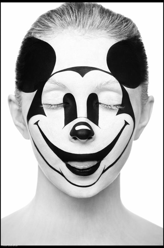 Szeretik az ikonikus szimbólumokat, mint a Mickey egér arcot.