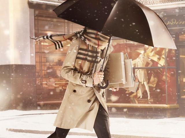 A Burberry-kockák természetesen a brit márka ünnepi kampányában is helyet kaptak. De vajon mi lesz jövőre?