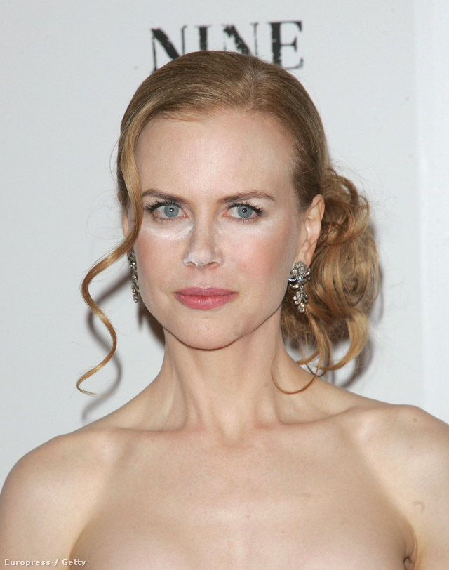 Nicole Kidman kínos sminkbalesete a Nine premierjén.