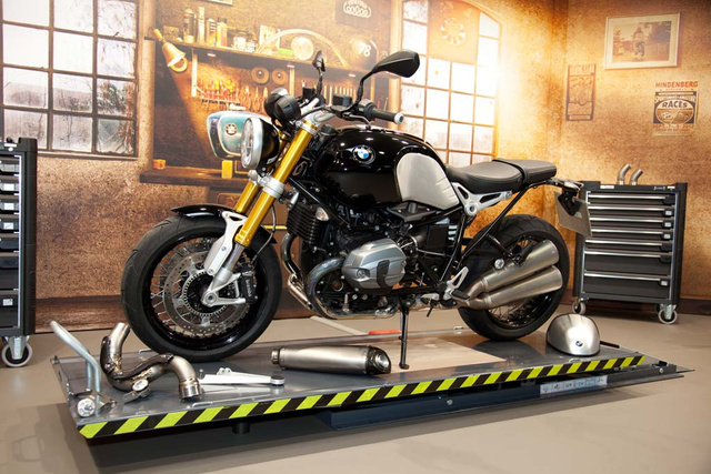 120313-2014-bmw-r-ninet-production-04