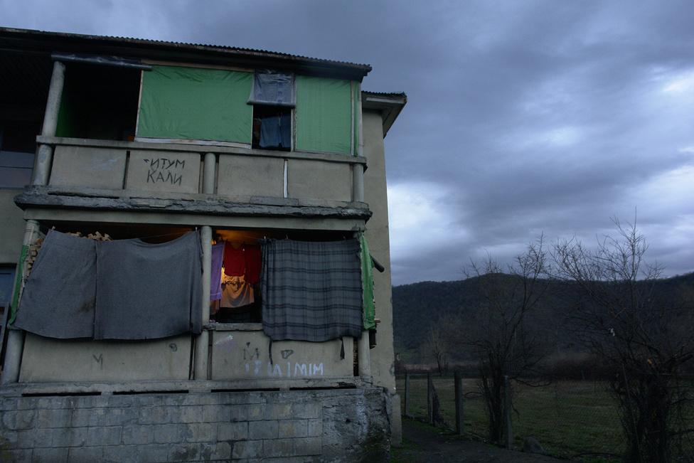 A völgyben nem működnek üzemek, szinte egyáltalán nincs munkalehetőség. Mivel a közelmúltig szinte senkinek nem volt grúz állampolgársága és útlevele, a csecsen menekültek többsége nem tud más országba költözni, az országban való munkavállalásra nyelvi nehézségek és a csecsenekkel szembeni bizalmatlanság miatt sincs sok esélyük.