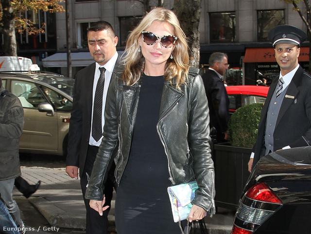 Kate Moss kedvenc bőrdzsekijében.