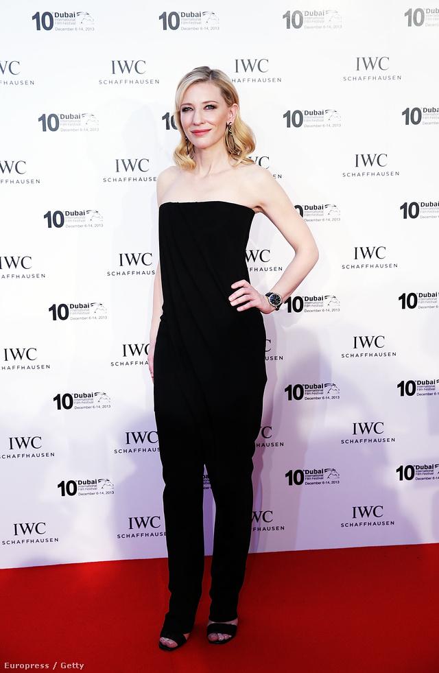 Másnap egy fekete Givenchy overált választott a fesztiválra a színésznő a márka 2014-es tavaszi-nyári kollekciójából.