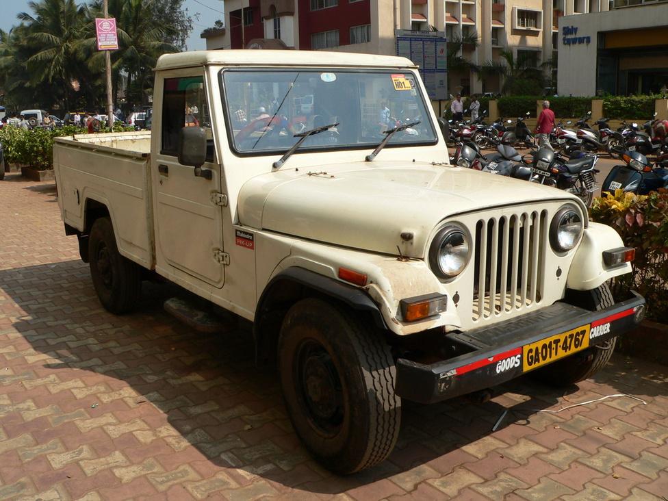 És íme, a Goa pickup őse, a Mahindra Pik-Up. Alapja a Mahindra MM540, aminek az alapja a Jeep CJ5. Kezdetben csak dízelmotorral gyártották, aztán a nép köréből érkező hangokra hallgatva 1997-től már egy 1800 köbcentis benzinmotorral is szerelték. Akárcsak a CJ 340-esek, az MM540-esek is híresek kiváló terepes képességeikről. Gyártásukat 2005-ben a szigorodó környezetvédelmi és biztonsági előírások miatt befejezték, de ismét győzött a nép hangja, és modernizált műszaki tartalommal 2010 októberében újra piacra dobták