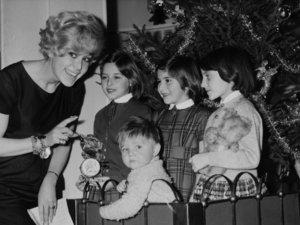 4+2 karácsonyi dalszöveg cikis szülőknek