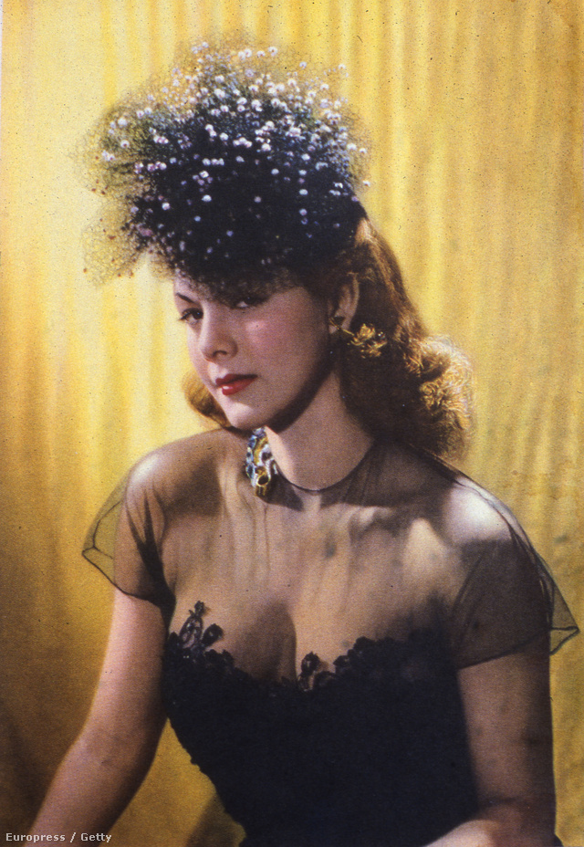És következzen végre egy színes fotó az 1940-es évek végéről. A képen Maria Montez dominikai színésznő és dekoltázsa látható.