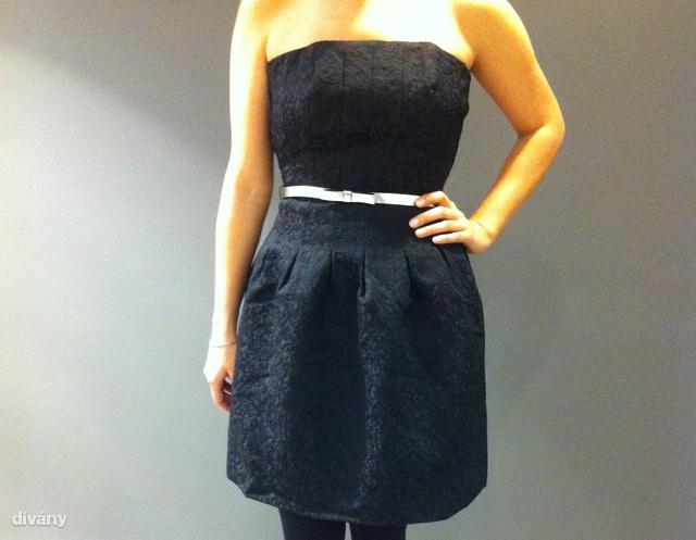 ac034d1a3e H&M: Persze egy ujjatlan kis fekete ruha is jó választás lehet. Ár: 9990