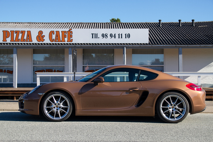 Don't call this number to order a pizza; it would be a late delivery even with this Porsche. This entry level model may only have 275 PS - but those are not ordinary horses!