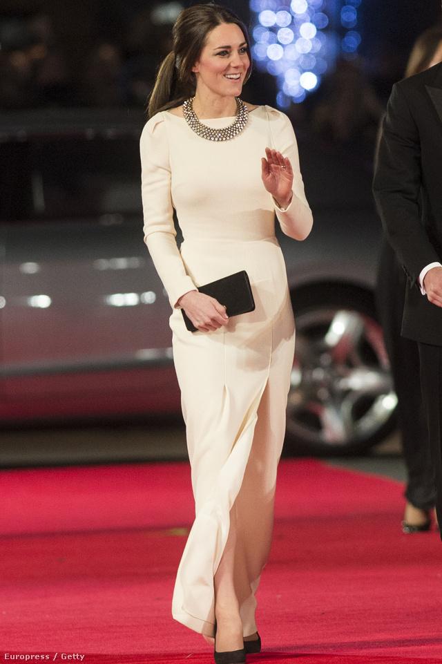 Katalin hercegné Roland Mouret ruhában, Zara nyaklánccal.