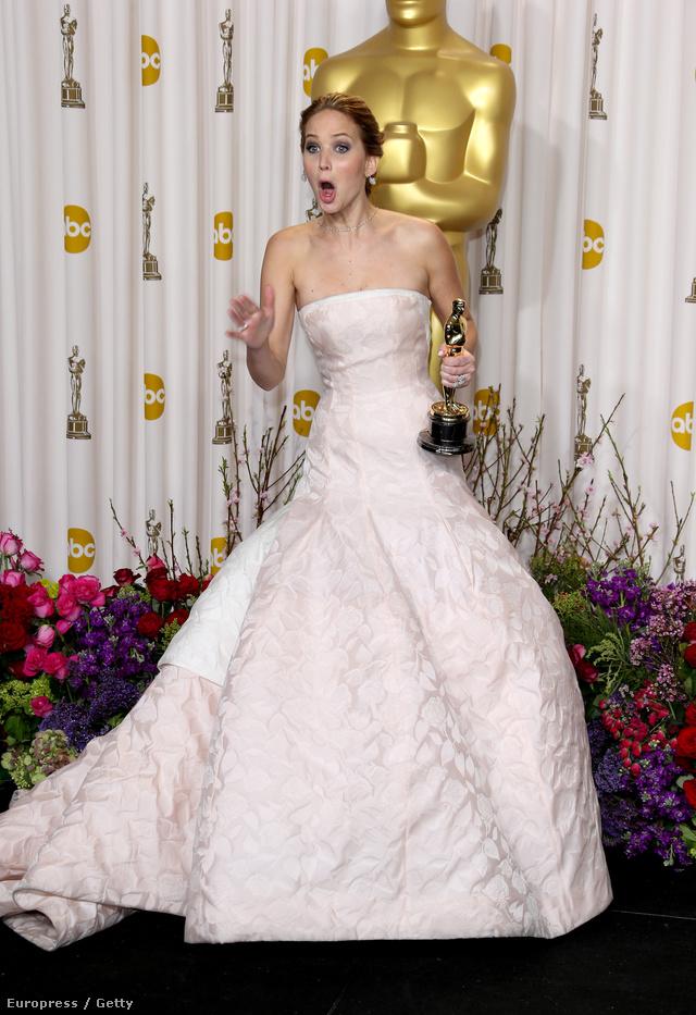 Jennifer Lawrence Dior ruhában az Oscar gálán.