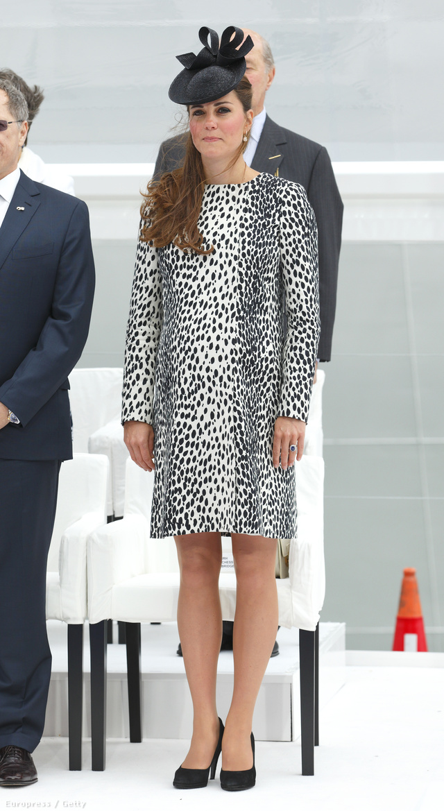 2013. június 13.: szülés előtt utoljára lépett fel nyilvánosan a hercegné férje nélkül, egy hajóavatáson, talpig dalmata-pöttyökben.