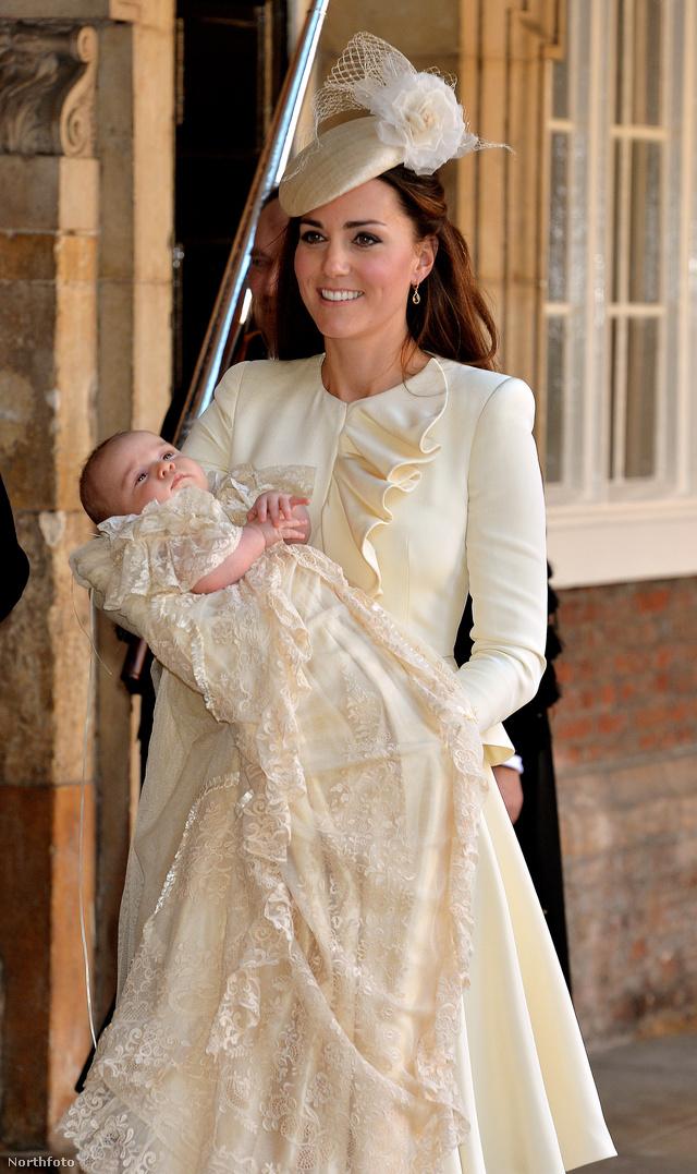 Október 23.: György herceg keresztelőjén Alexander McQueenben vett részt a hercegné.