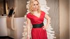 Vegyen piros ruhát, mint Brigitta!