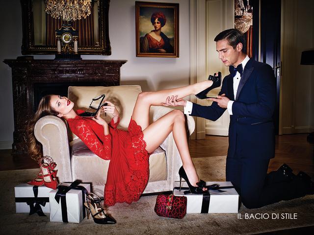 A lábat villantó Mihalikot Lábady István fotózta a luxusáruháznak.