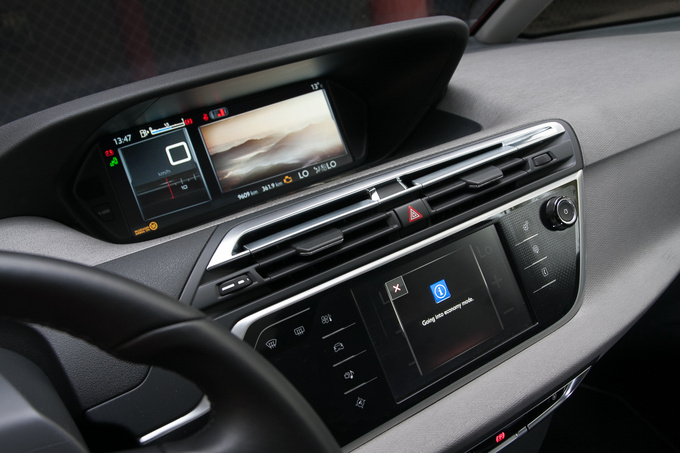 There are two screens. The upper one, grayscale on base spec versions, primarily replaces the classical instrument cluster