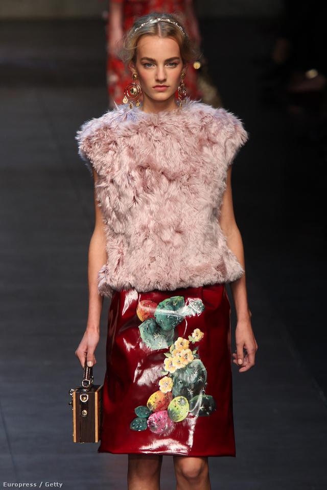 A Dolce & Gabbana sem mellőzte a műszőr tés műbőrt idén.