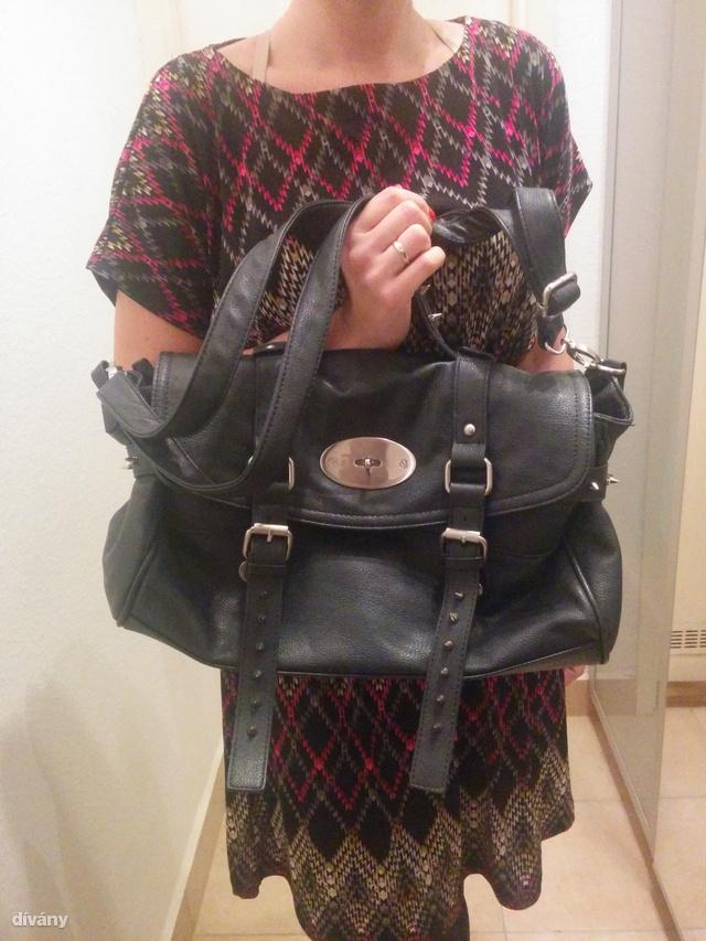 Reservedben vásárolt Mulberry-szerű táska. A csatok és a zár nagyon jellemzőek a márkára, kíváncsiak voltunk, ez elvezeti-e a programot valahová. (a képen egyébként ki kell jelölni a keresendő dolgot, ez minden esetben megtörtént)