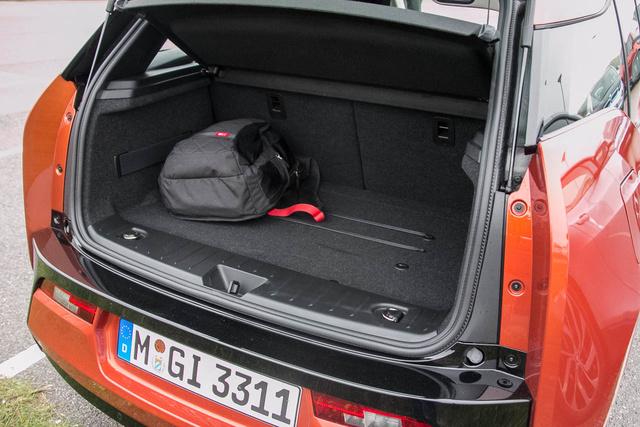 Tisztességes csomagtér egy városi autónak