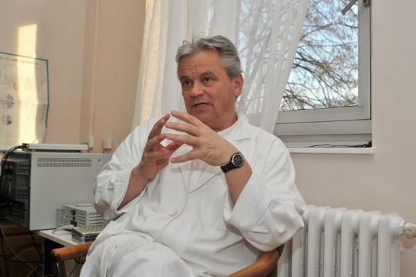 Dr András Csókay
