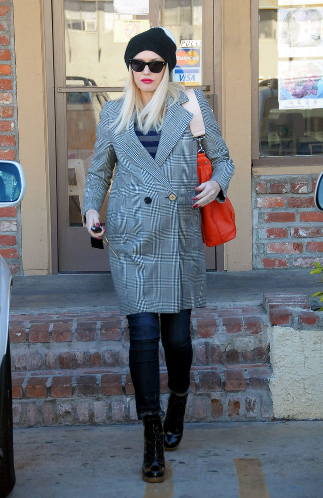 Gwen Stefani 44 évesen is sikkes és laza és még a táskája is menő!