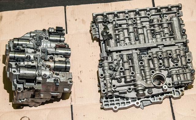 A vezérlőmodulok felelnek a kapcsolásért. A kisebb egy elsőkerekes autókba szánt Aisinról, a nagyobb egy Audi A8-as ZF váltójáról származik