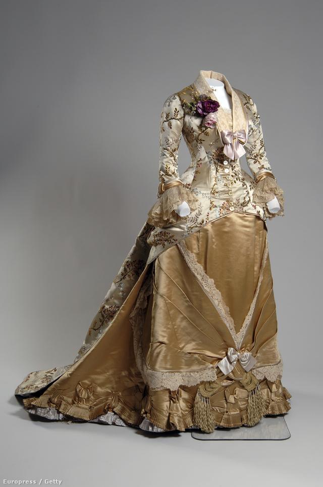 Emile Pignat látványos hímzései, gyöngyfűzés technikája miatt volt népszerű a 19.század végén.