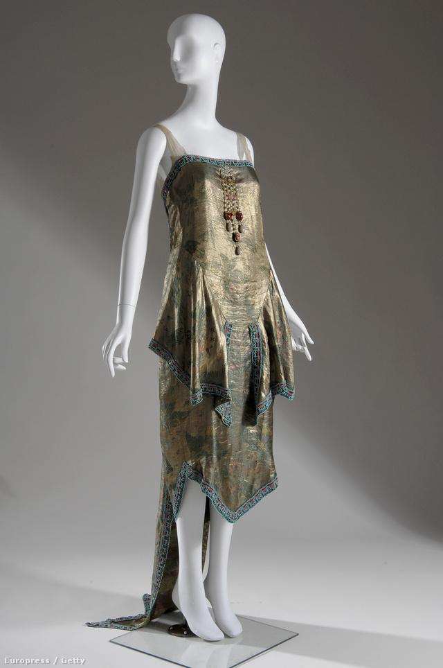 A Callot Soueurs tervezői híresek voltak kiváló minőségű import kínai selyem anyagaikról, antik csipkéikről, kimono stílusú ruháikról.