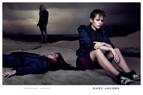 Miley Cyrus a Marc Jacobs márkának pózol tőle szokatlanul sok ruhában.