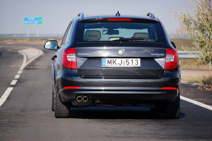 The angled sheet metal by the rear lamps serves absolutely no purpose. This has not stopped Škoda from including it on all of its recent models
