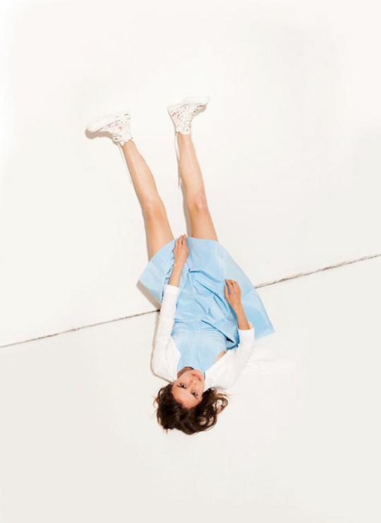 Maison Martin Margiela tornacipőt tervezett a Converse-nek 2013-ban.