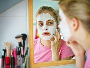 Ne próbáljon háztartási fehérítővel bőrt szépíteni!
